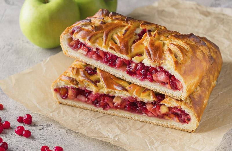 Доставка пирог с яблоками и брусникой 1кг