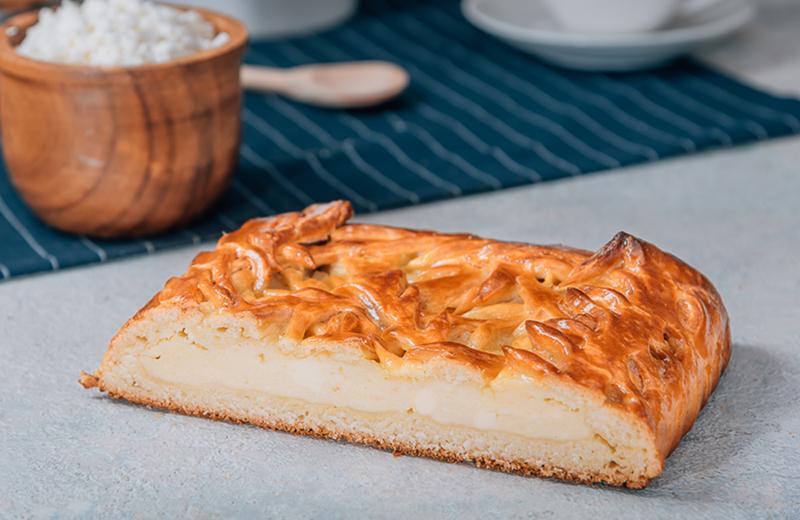 Заказать на дом пирог с творогом 1 кг
